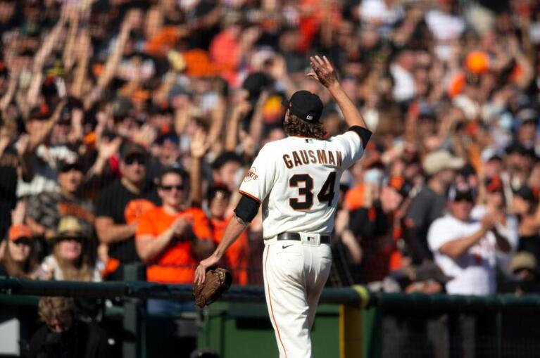Giants Miss Chance to Clinch NL West, Fall to Padres in 10th