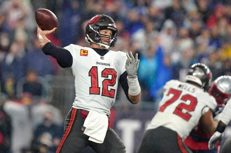 The Latest: Brady Sets NFL's Career Passing Mark